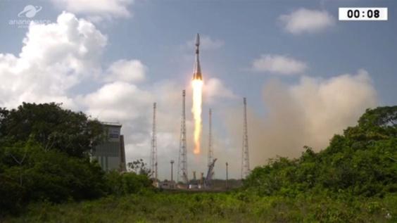 動画:ロシア宇宙船「ソユーズ」、フランス軍事衛星搭載し打ち上げ