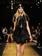 「ヴェルサーチ フォー H&M」発売記念、NYでランウェイショー