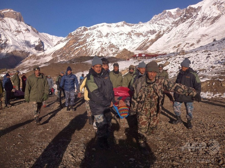 ヒマラヤの豪雪、死者32人 依然100人以上連絡つかず