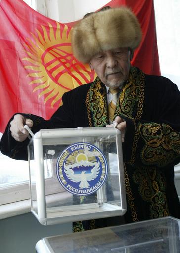 キルギスで議会選挙、野党は政府の圧力を批判