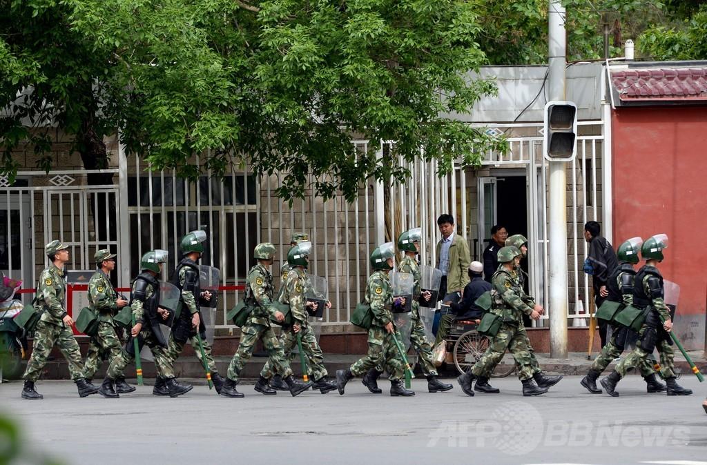ウルムチの朝市襲撃、死者39人に 1年間の「対テロ作戦」開始