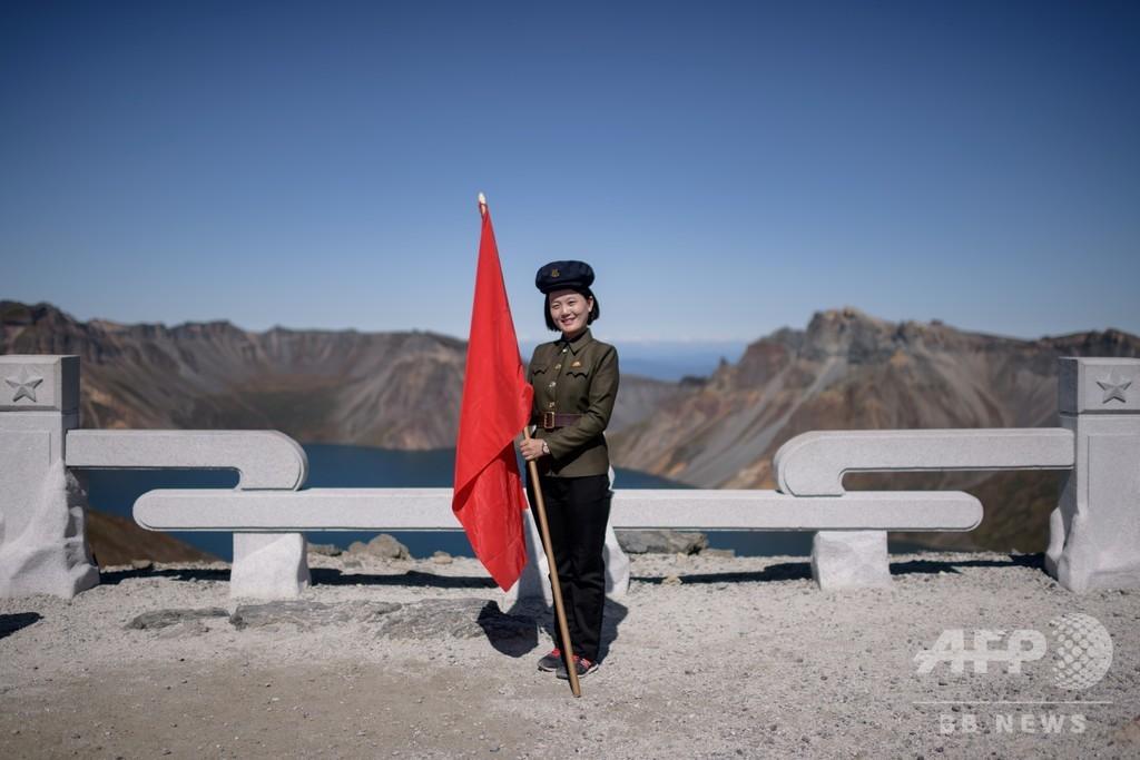 ようこそ、北朝鮮巡礼の「聖なる地」白頭山へ