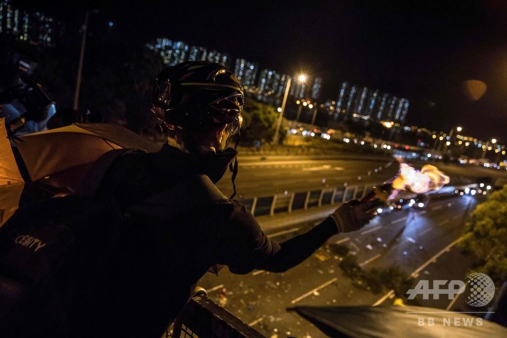 香港民主派、習氏の警告に反発 警察はドイツ人留学生2人を拘束