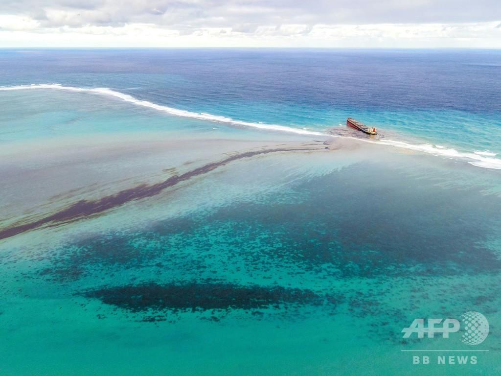 座礁貨物船の亀裂拡大 「真っ二つになる恐れ」 モーリシャス首相が警告