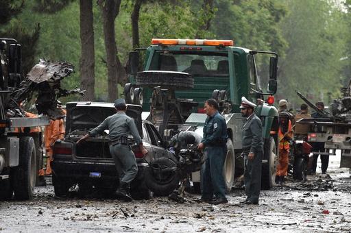 アフガン首都で爆発、NATO軍部隊の車列標的で8人死亡 ISが犯行声明