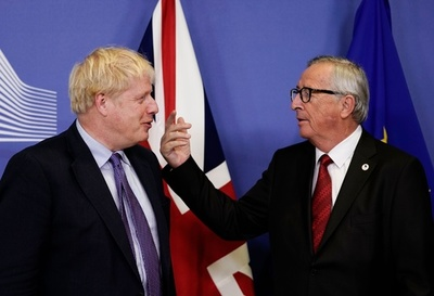 異例の土曜議会招集、新離脱案の行方は 英国