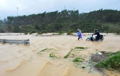 台風23号、APEC控えたベトナムを直撃 27人死亡