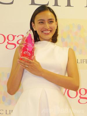 長谷川潤が受賞、「ヨガピープルアワード 2014」授賞式開催