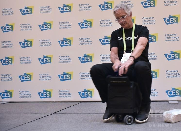スーツケースも自走する時代? 乗れるタイプも CES