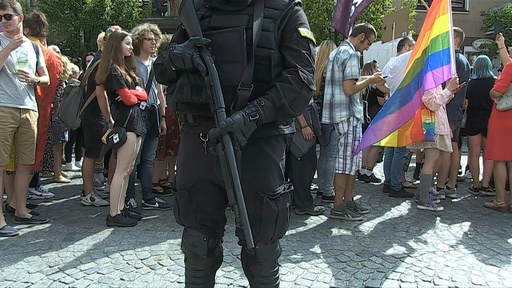 動画:初開催の「ゲイ・プライド」パレードを反対派が妨害、ポーランド東部