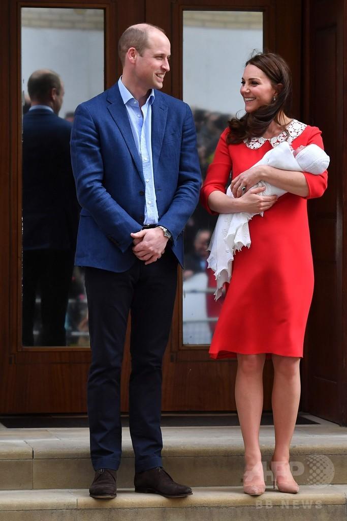 英王子夫妻、第3子をお披露目 退院し公邸へ
