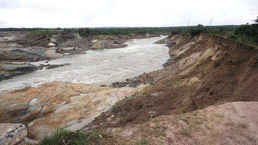 動画:豪雨で決壊したダムの映像、ミャンマー