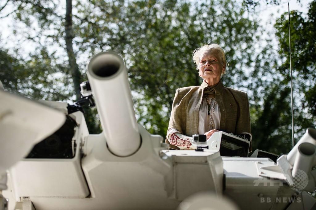 V・ウエストウッド、戦車でシェールガス開発に抗議