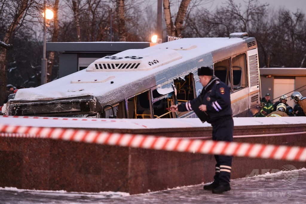 バスが歩行者用地下道に突っ込む、4人死亡 モスクワ