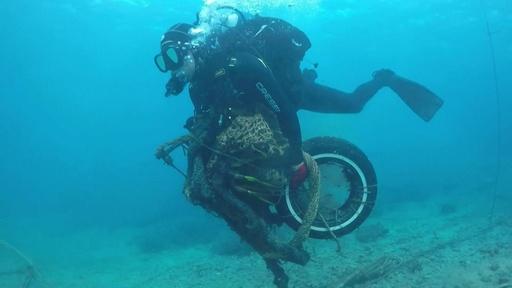 動画:「潮目変えたい」 海洋ごみと闘うギリシャの有志たち