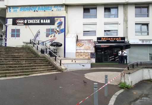 「サンドイッチの提供が遅い!」怒った客がウエーター射殺、パリ郊外