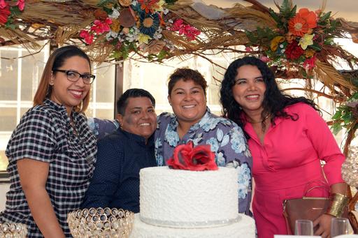 エクアドル初、同性婚カップルが挙式 6月に憲法裁で合憲判断