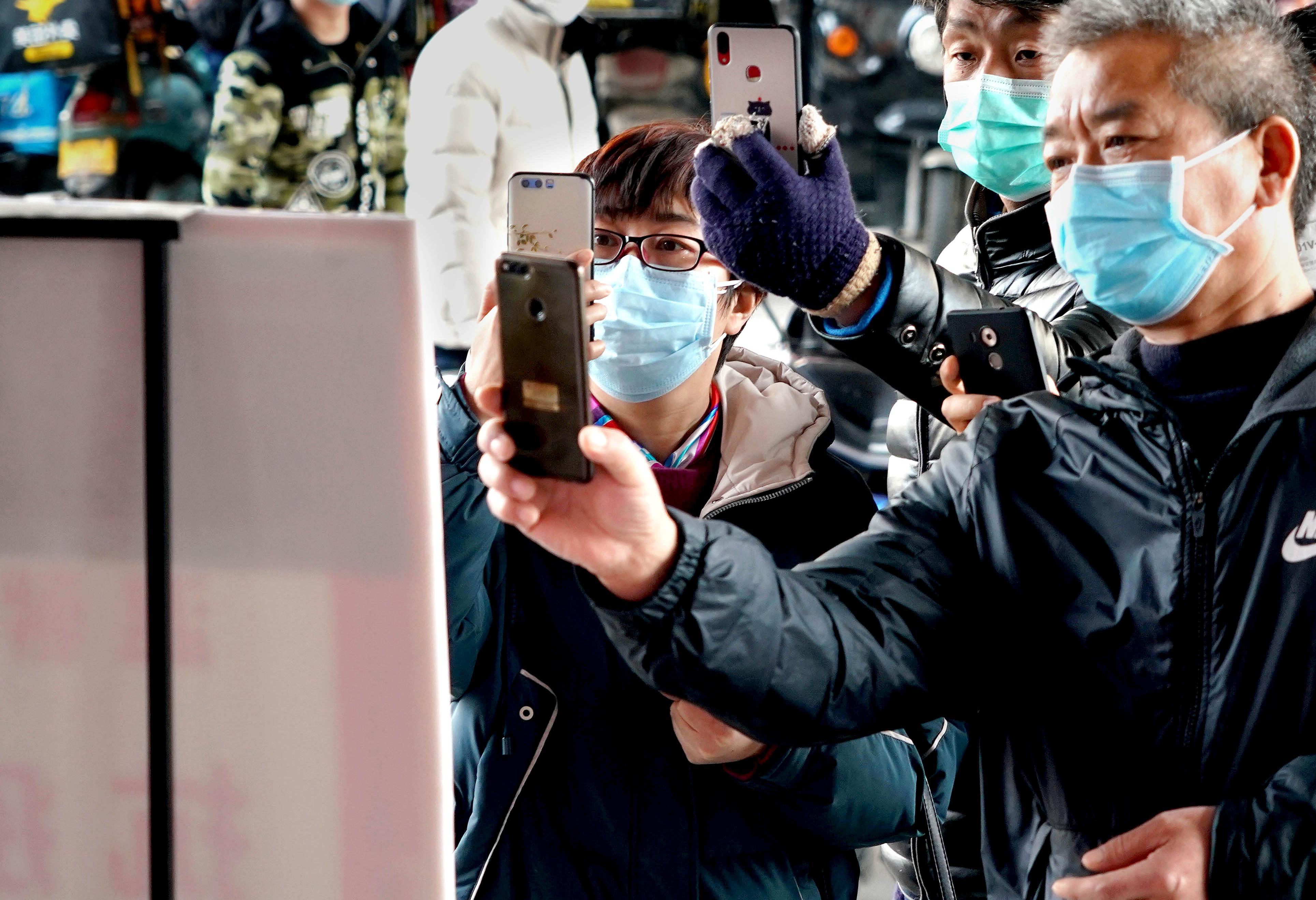 中国の高齢者、10万人超が一日中スマホ ネット生活調査