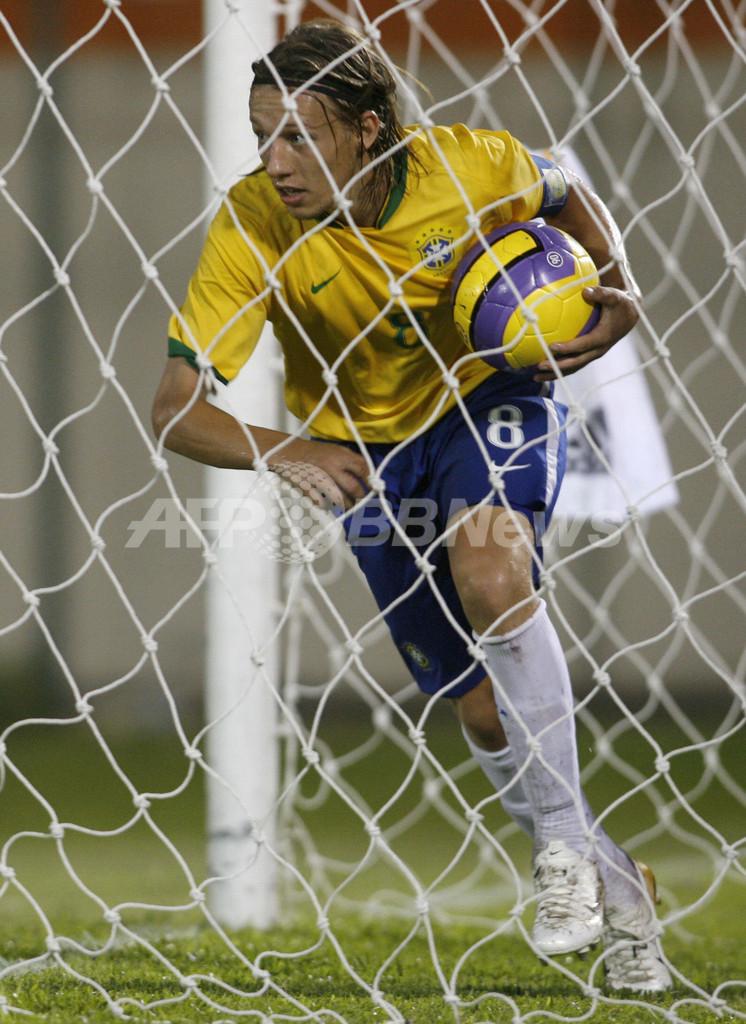 <サッカー 07南米ユース選手権>ブラジルvsアルゼンチンは2-2のドローに終わる - パラグアイ