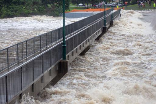 豪北東部で「100年に一度」の洪水、年平均降水量上回る勢い