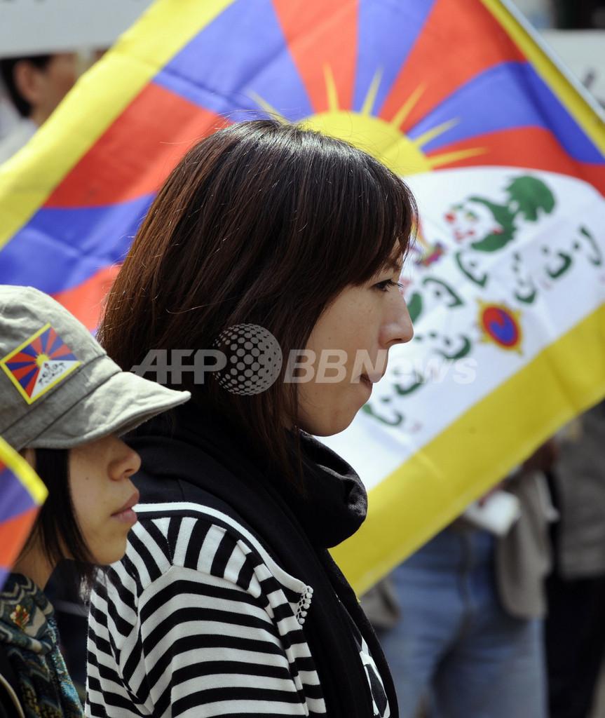 北京五輪の聖火、長野に到着 法輪功も抗議活動
