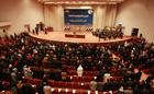 不明兵士の親族、議会に押し寄せ座り込み抗議 イラク