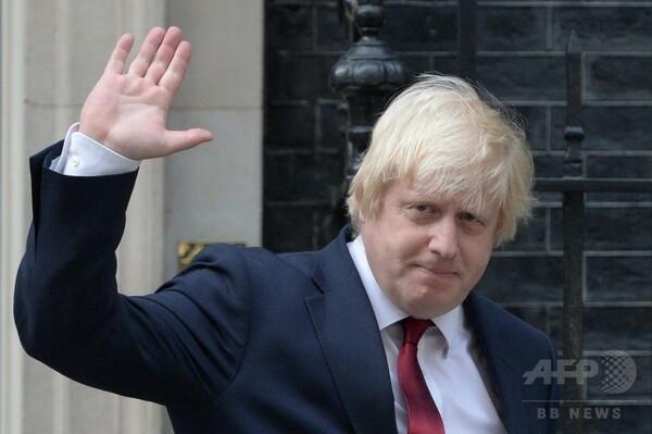 新英外相にジョンソン前ロンドン市長 ハモンド氏、財務相に