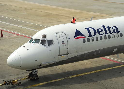 「ポン」という音の後に炎、乗客らが犯人を取り押さえる NW機爆破未遂事件