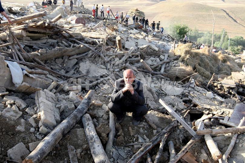 イラン北西部地震、死者306人 負傷者3037人に