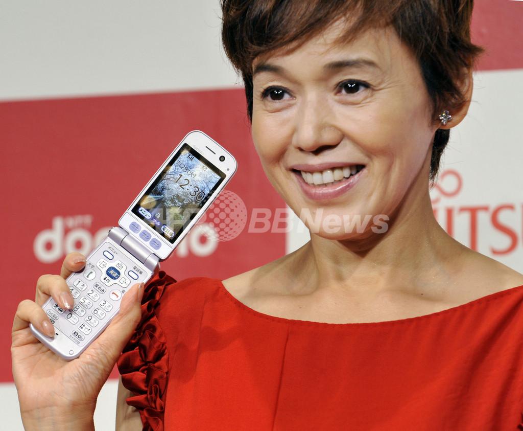 NTTドコモ、防水機能付き「らくらくホン6」を発表