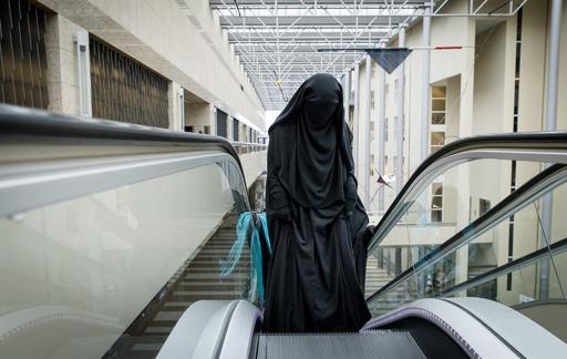 オランダ、公共施設内での「ブルカ」着用を禁止 市民には不評