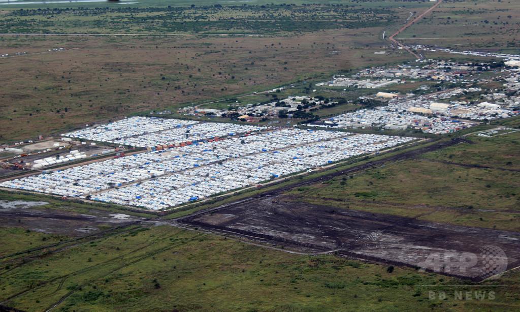 南スーダン、国連施設を武装集団が襲撃