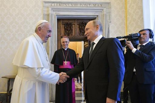 プーチン氏、イタリアとバチカンを電撃訪問 法王と会談