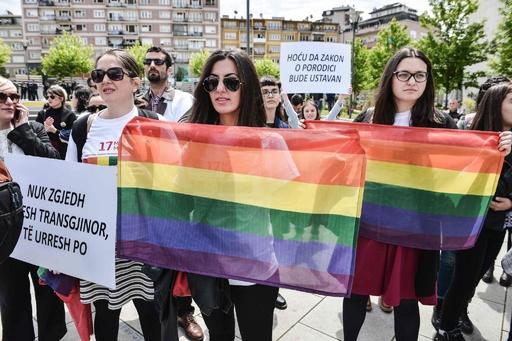 コソボ初のゲイパレード、厳戒態勢下で行われる