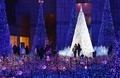 LEDが作る「青の渓谷」、東京・汐留でイルミネーション