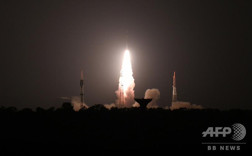 印、学生開発の超小型衛星打ち上げ 手のひら大で1.2キロ