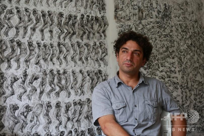 仏に亡命のシリア美術教師、拷問の恐怖を描く