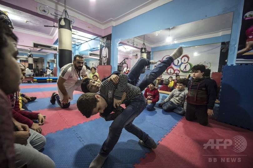 いつかチャンピオンとして祖国へ…シリア難民の子の夢、エジプトで支える同胞