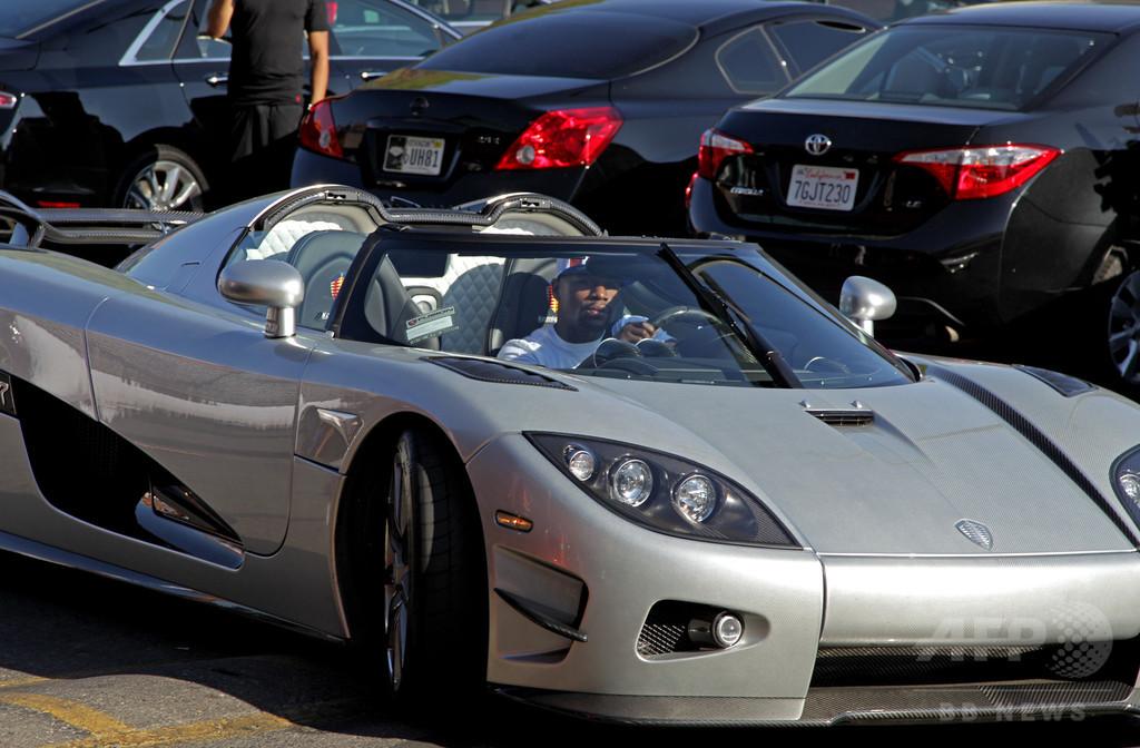 無敗王者メイウェザー、480万ドルの新車で練習場入り