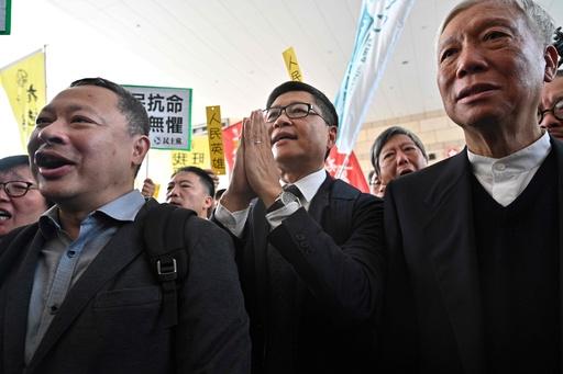 香港・雨傘運動の活動家9人に有罪判決、中環占拠発起人の大学教授らも