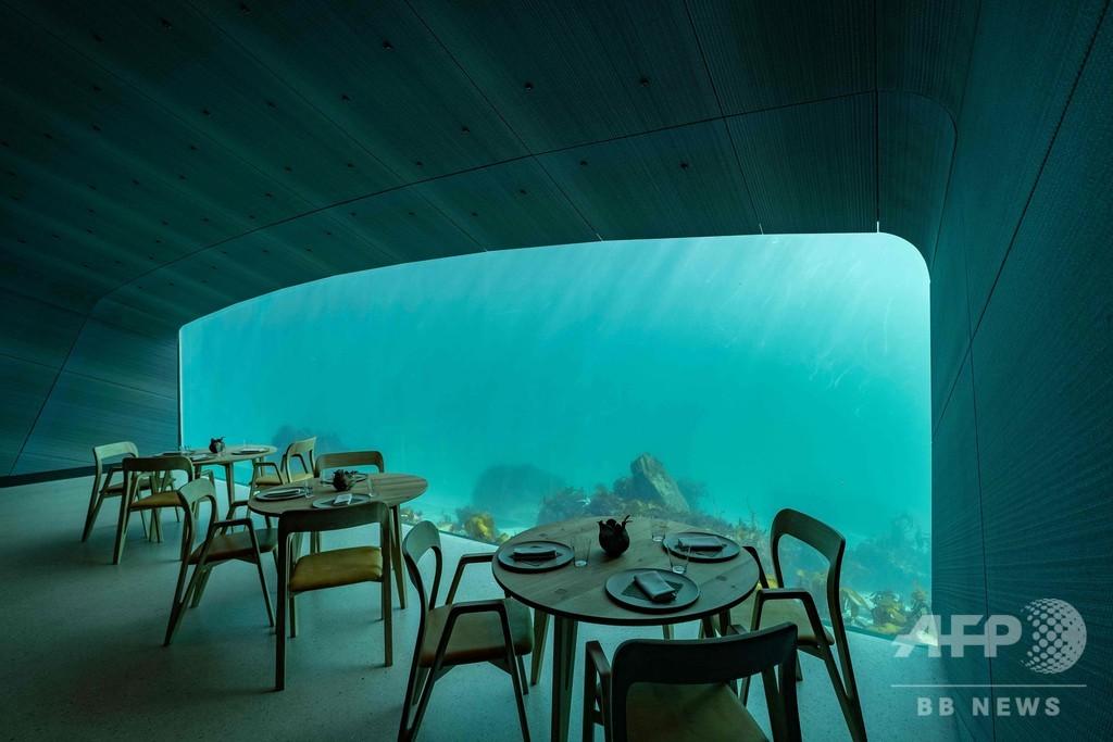 海に半分「沈んだ」レストラン、ノルウェーにオープン