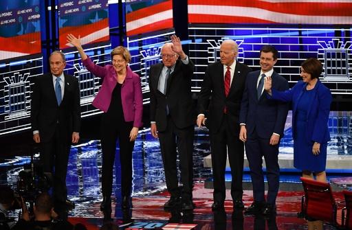 米民主党討論会、初参加のブルームバーグ氏が矢面に