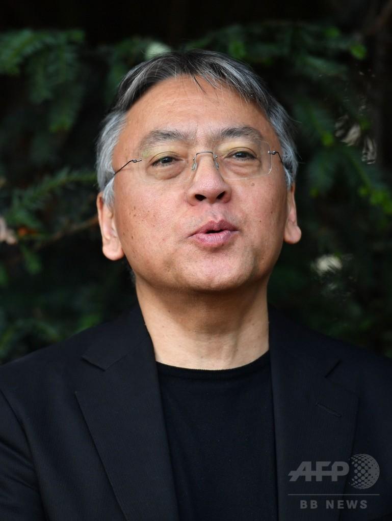 イシグロ氏、ノーベル文学賞に喜び 村上氏より先「気まずい」とも