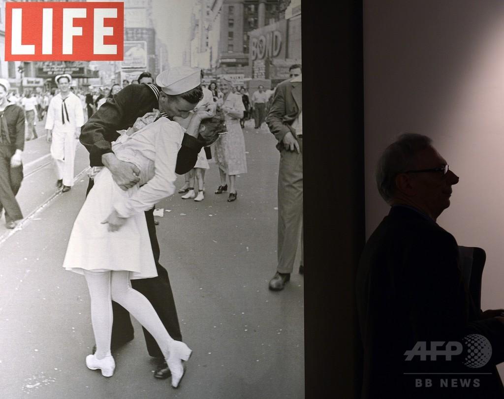 タイムズスクエアで終戦を祝う「キス写真」の女性が死去 92歳