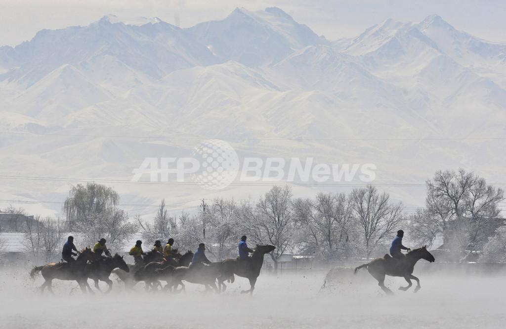 イラン歴の新年、キルギスで伝統騎馬競技