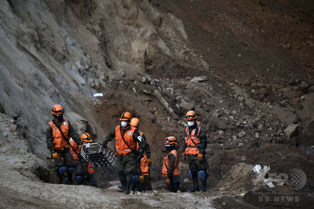 グアテマラの地滑り、死者171人に