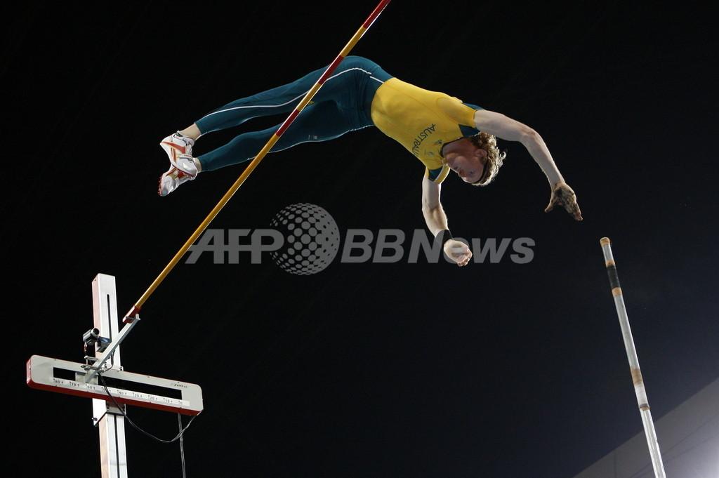棒高跳び「最高峰トリオ」、シドニーで空港の天井ぶち破る