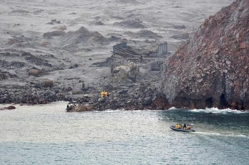 NZ火山噴火、行方不明者2人の捜索打ち切り