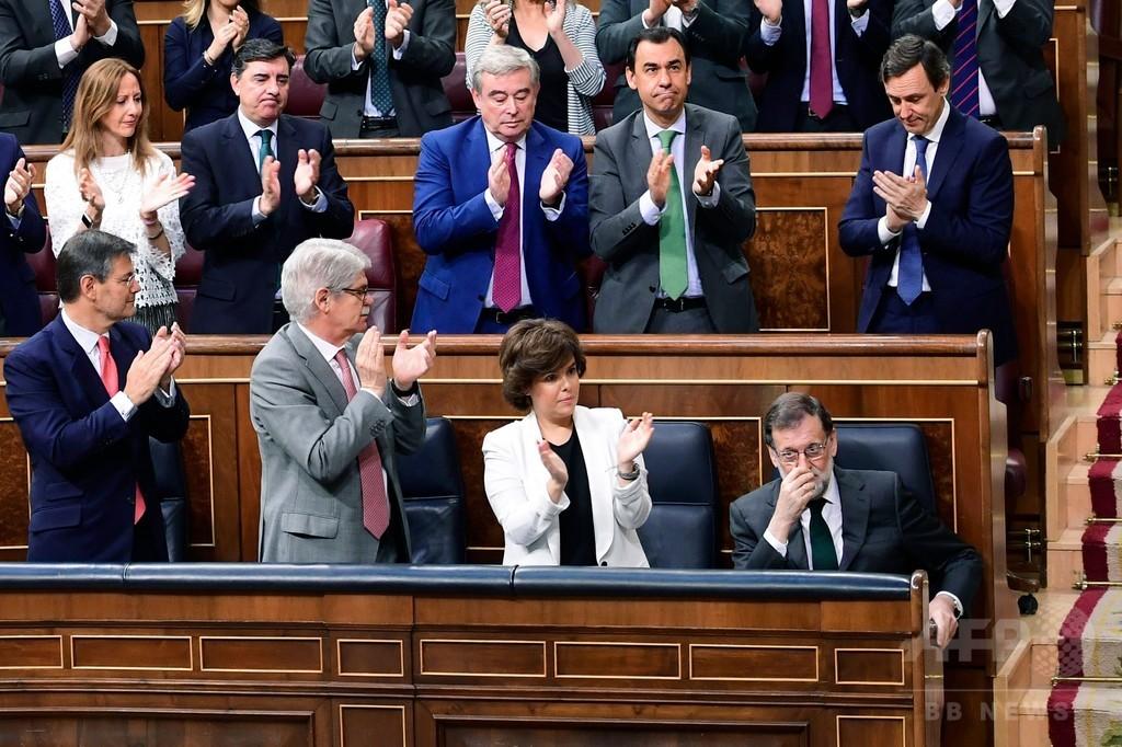 スペイン議会、ラホイ首相の不信任案可決 新首相誕生へ