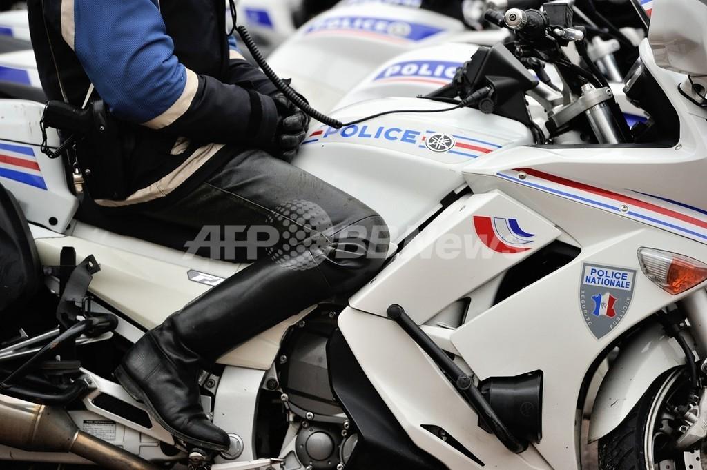 「ピンク・パンサー」とみられる脱獄した武装強盗犯を逮捕、フランス